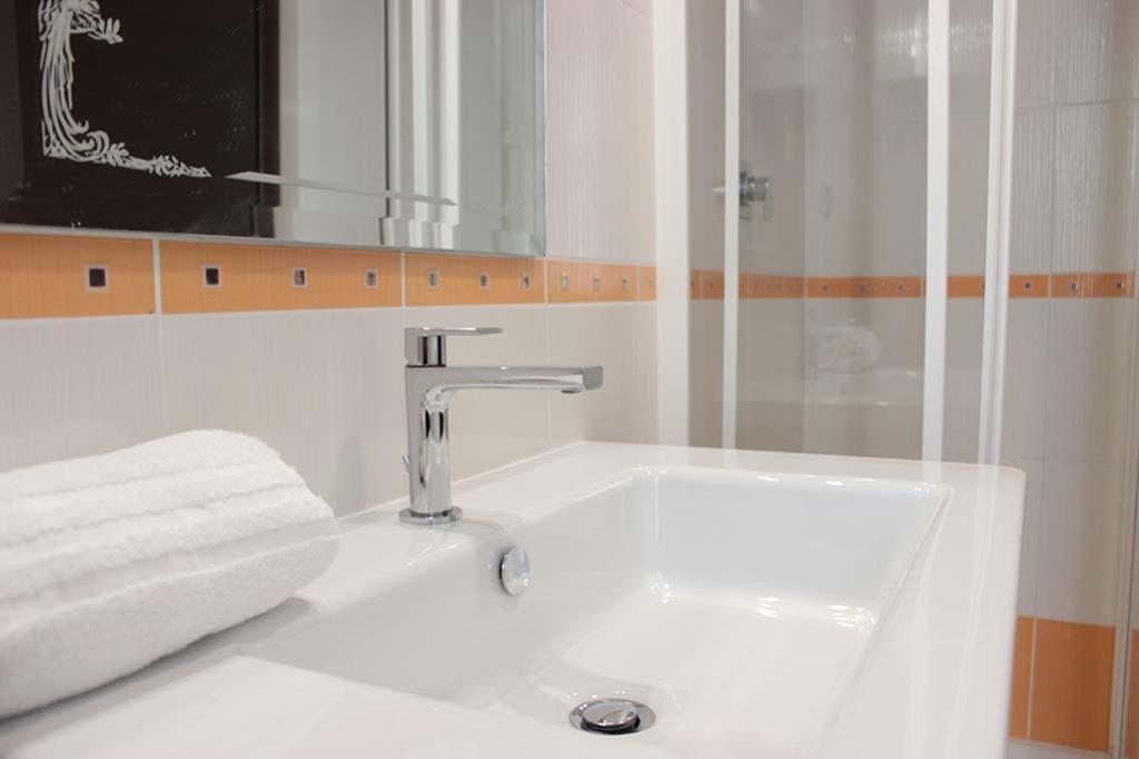 affittacamere-terracina-lavabo-margherita
