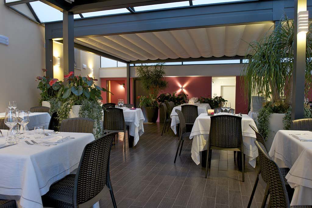 veranda-ristorante-terracina-ilcaminetto-2