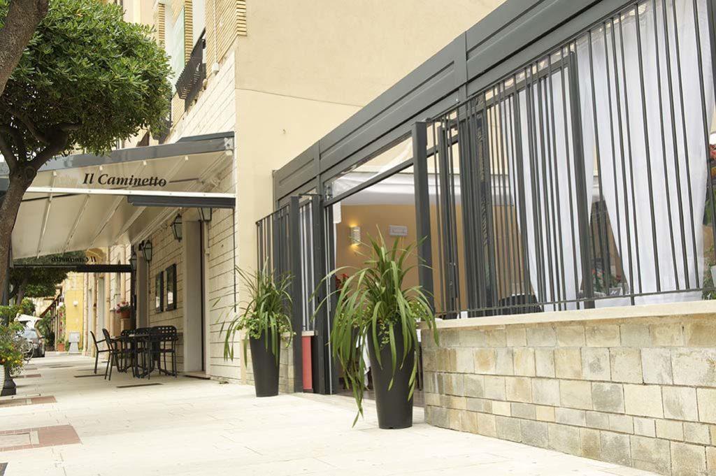 veranda-ristorante-terracina-ilcaminetto-ingresso